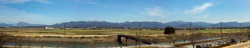 伊吹山地と鈴鹿山脈のパノラマ写真